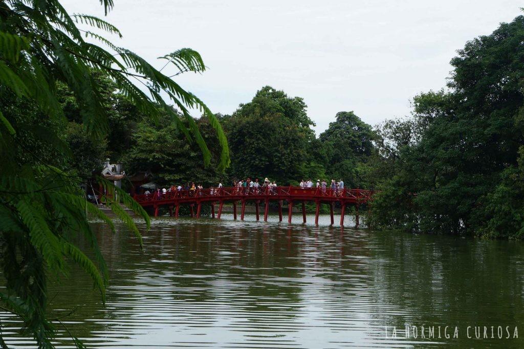 Puente rojo lago Loam Khiem Hanoi, viaje Vietnam